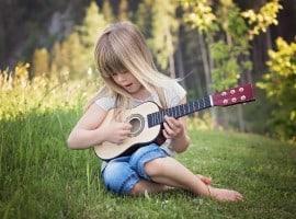 KInd Gitarre