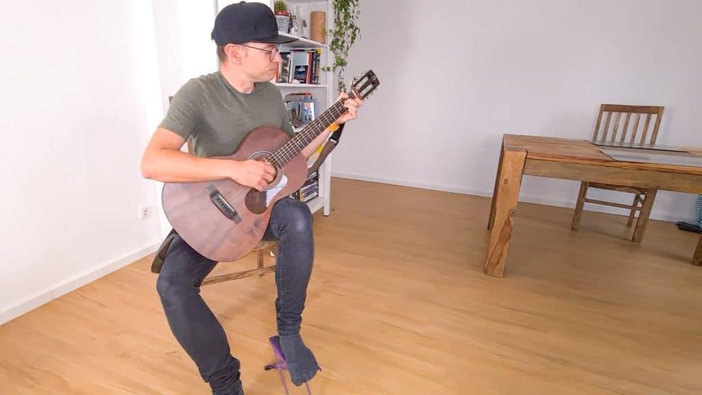 Klassische Gitarrenhaltung
